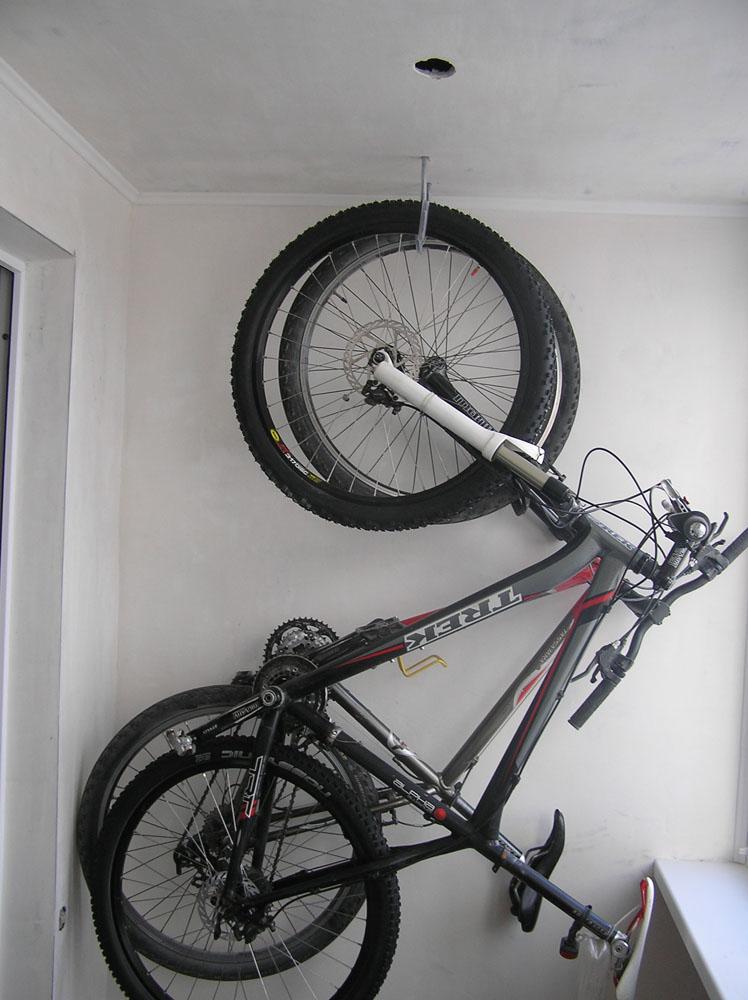 Как подвесить велосипед на стену своими руками