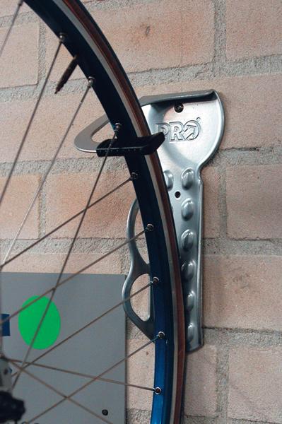 Крепление для колес на стену своими руками